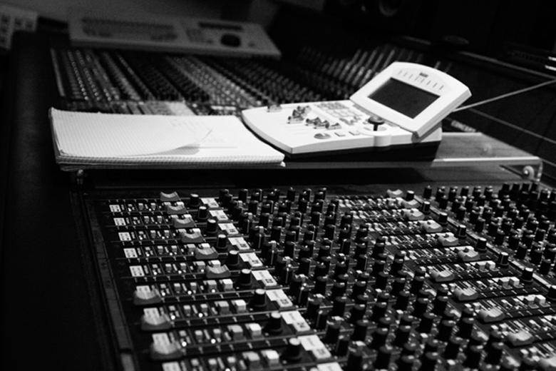 chromatic black_studio_dRm04